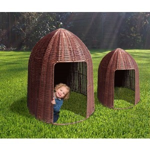 Circular Plastic Willow Den – Large